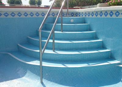 Reparación y construcción escaleras para piscinas en Castellón