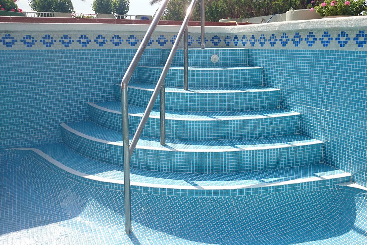 Reparaci n de piscinas en castell n piscinasbenages - Barandillas de obra ...